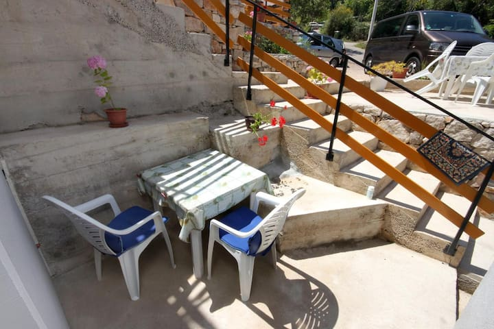 Studio flat with terrace Valun, Cres (AS-8081-b)