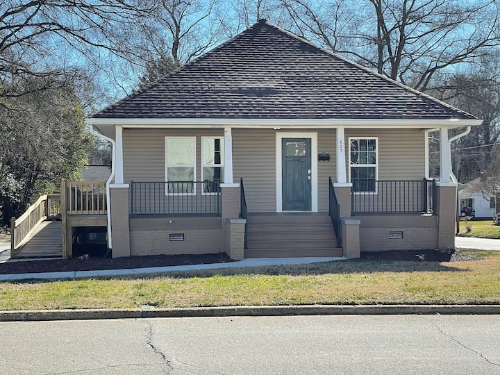 2 Bedroom 1.5 Bath House in Downtown Mooresville
