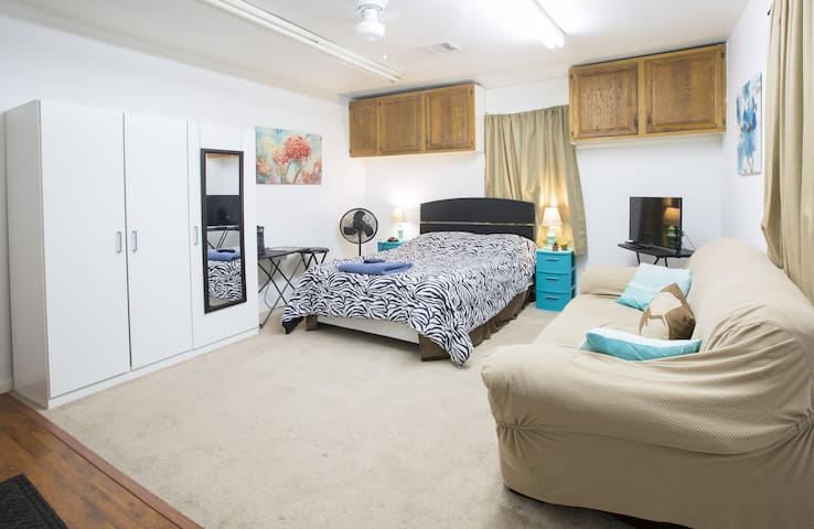 Comfy Efficiency Apartment with TV near Downtown!