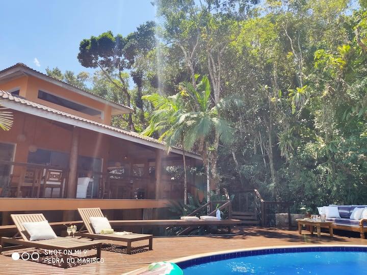 Casa Pé na areia, reformada e piscina de cinema