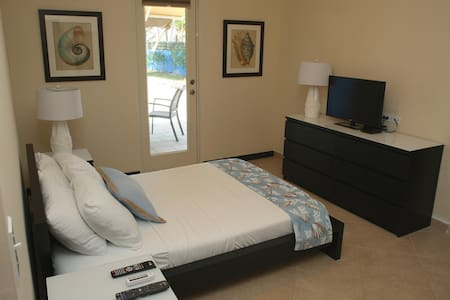 Direct pool access room - Fajardo