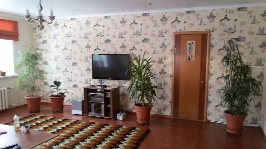 Уютная комната в коттедже рядом с М-7 в г. Казани - Kasan - Haus
