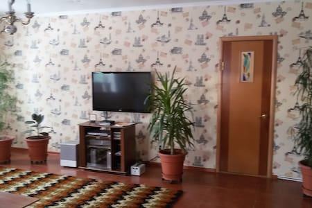 Уютная комната в коттедже рядом с М-7 в г. Казани - Kazán - Casa