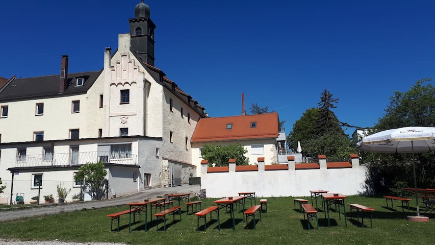 Castle Weichs/Regensburg with two bedroom&parking