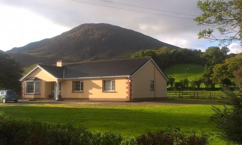 Bun na sléibhte (bottom of the mountains)