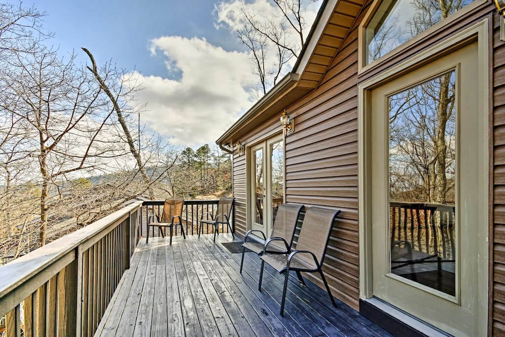 This 2,780-square-foot home for 12 is a top-notch Old Dominion destination.