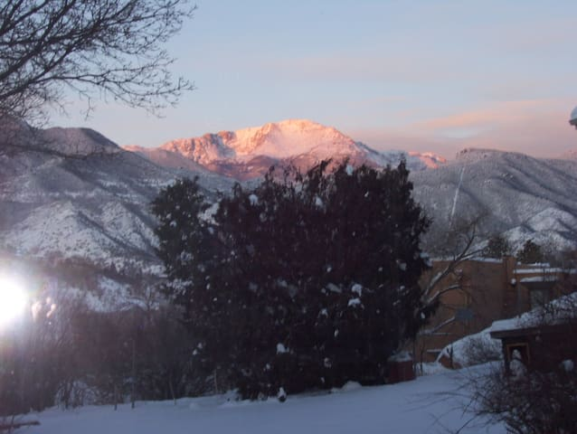 Spectacular Westside Private Apt.$475/wk $1500/mo. - Colorado Springs - Flat