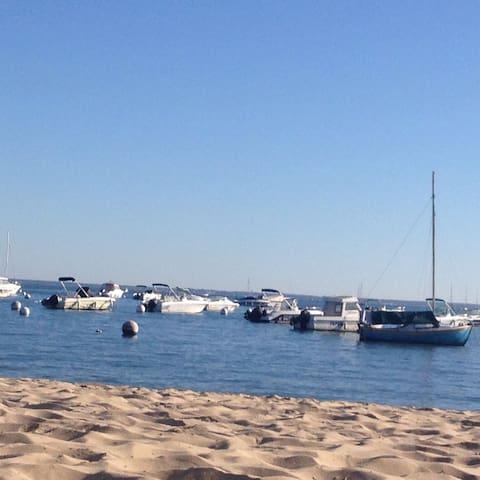 Savourez de longs moments sur la plage sans prendre votre voiture