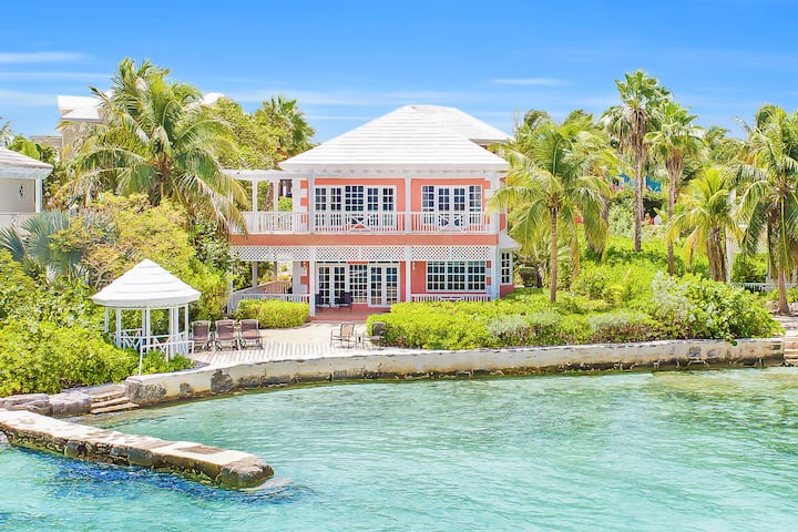 Waterfront 3-bedroom Villa at February Point
