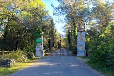Villa dans domaine tennis &piscine - Opio