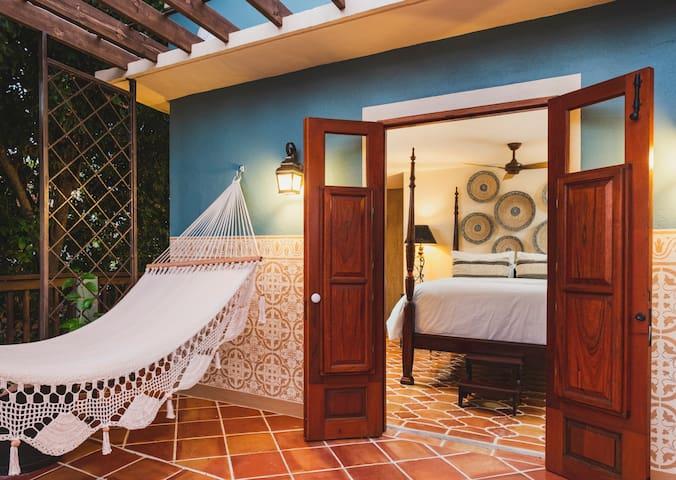 Puertas at El Quenepo- Zapote