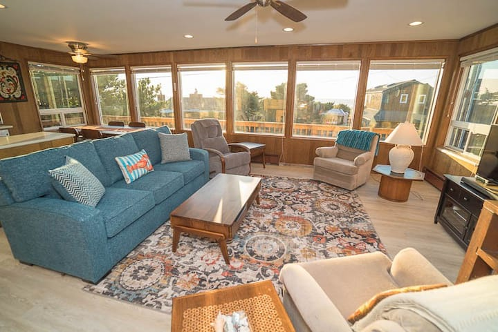 Central Manzanita Ocean-View Cottage Has Woodstove And Large Deck, Proximity