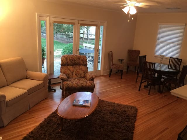 Home Away on Archdale in South Park - Charlotte - Casa