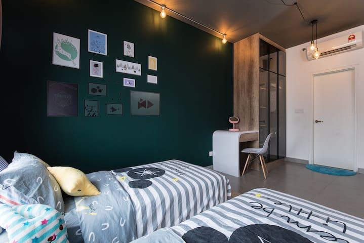 Sleeping Arrangement Choice 1  : 2 Single Beds