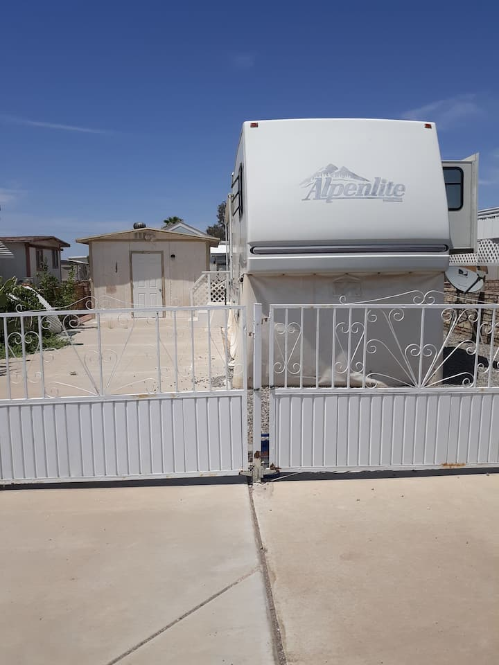 Private 5th Wheel RV  10 minutes from central Yuma