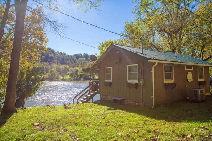 *NO GUEST SERVICE FEE* Cozy, Waterfront Home on New River - Onida