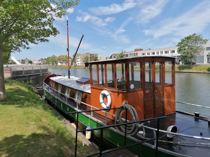 uniek verblijf op authentieke boot