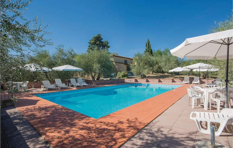 Semi-Detached with 3 bedrooms on 105m² in La Romola FI