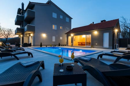 20%OFF-VILLA MAGNOLIA BY SPLIT HEATED POOL JACUZZI