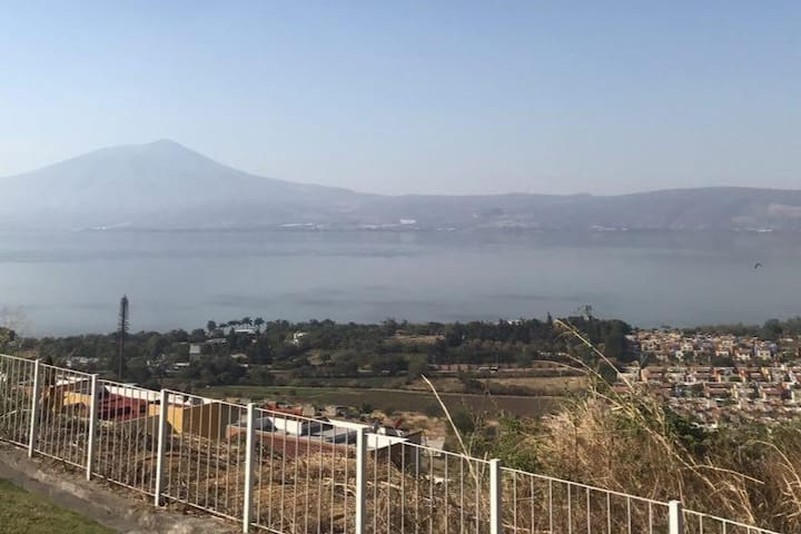 House between the Chapala Lake and mountain