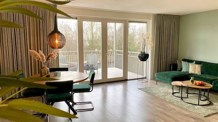 Luxury Lake Side Apartment near Amsterdam