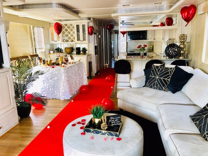 Luxury Houseboat- Lakehouse Getaway-Party venue