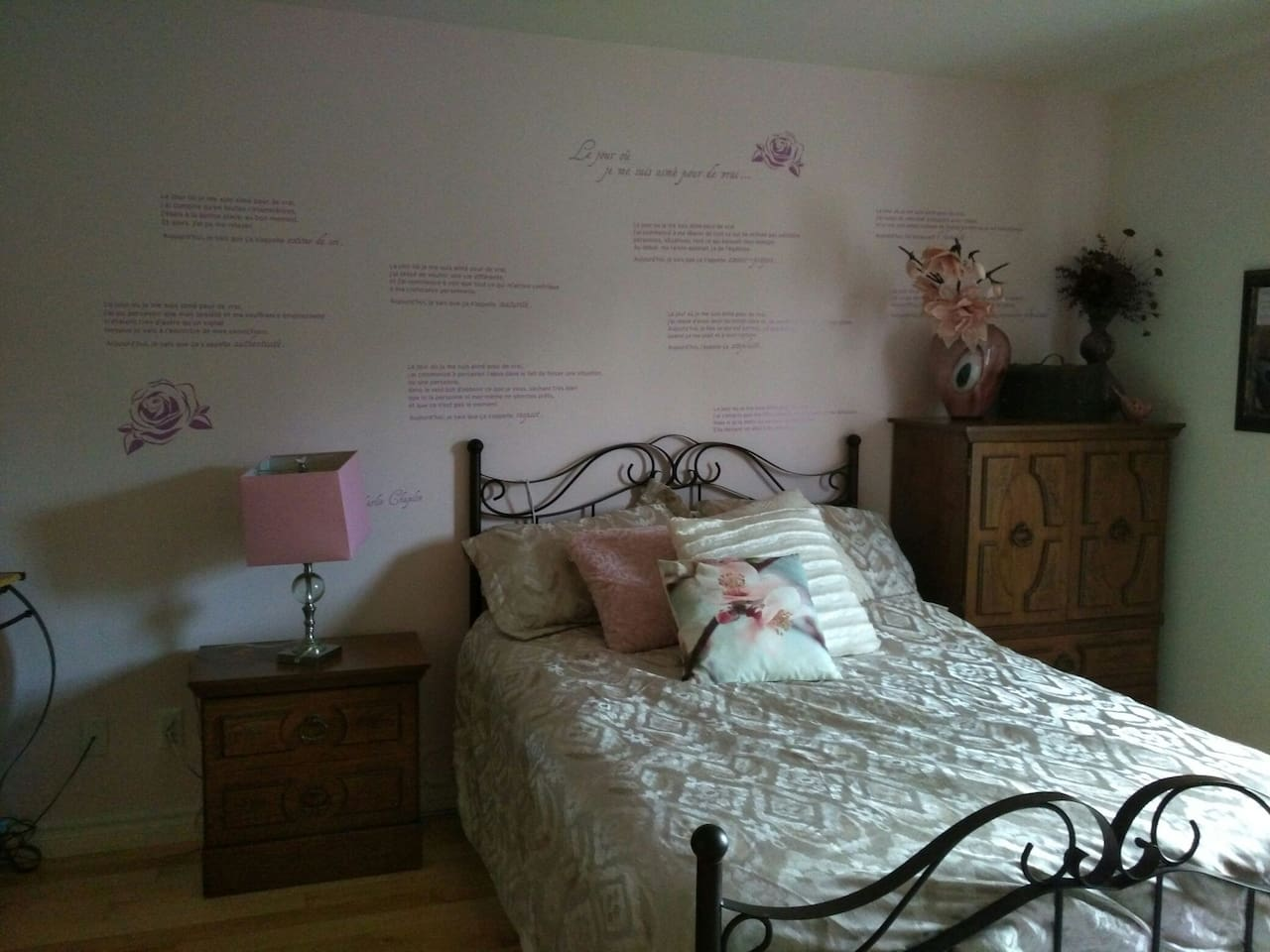 Très grande chambre rosée