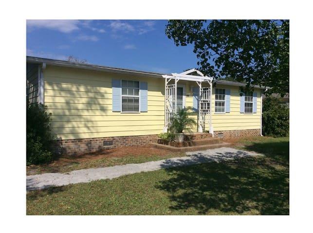 2 BR House, small pet OK, Calabash, NC - Calabash - บ้าน