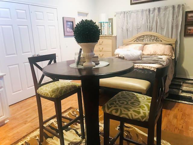 Dallas Traveler Private Guest Room & Bathroom