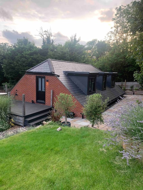 Adorable 1 bed guesthouse with patio