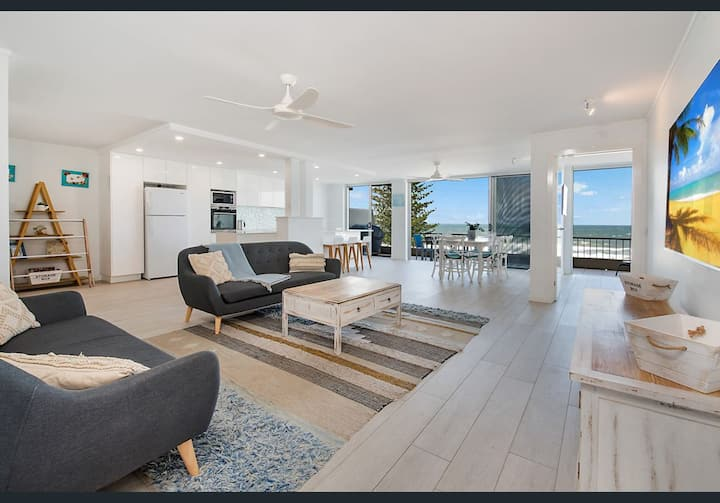 Absolute oceanfront! Spacious, renovated apartment