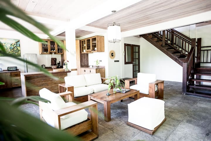 1st floor lounge/kitchen