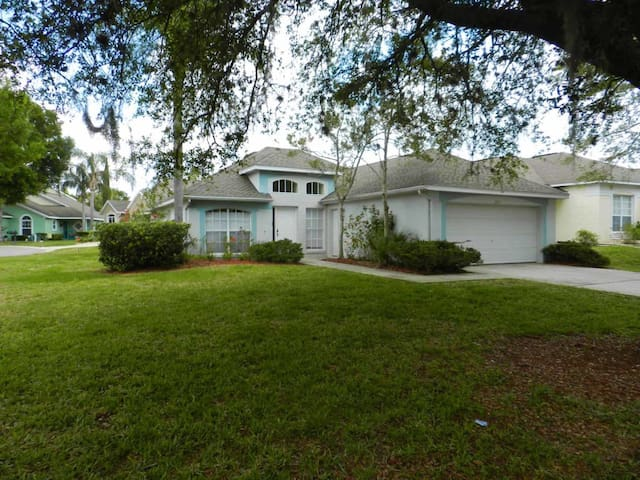 Southern Dunes 3/2 Pool Home property, fully furnished, with full kitchen, and all linens and towels. - HAINES CITY - House