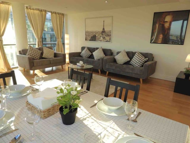 Luxury and Stunning 3 Bed & 2 Bath In Paddington!
