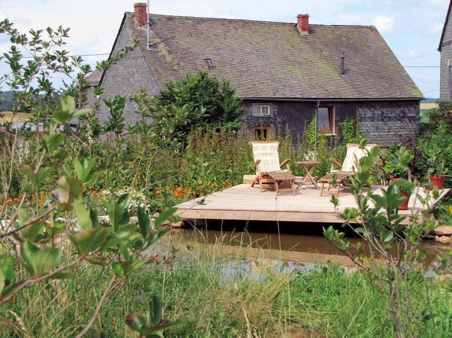 Das Haus und der Teich -  the house with pond