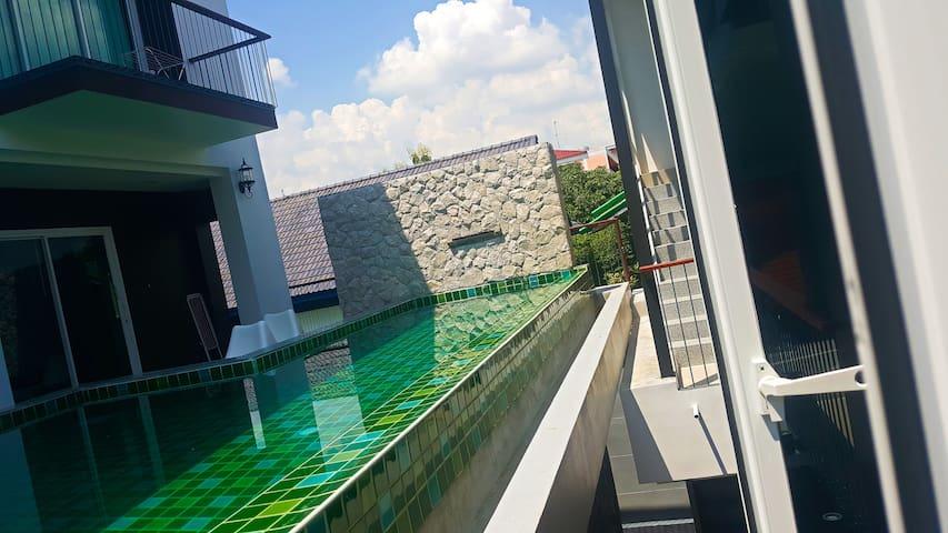 3BRs 5 BathRms private pool Villa, 3 km to metro