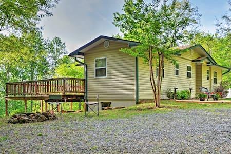 Peaceful 3BR Hiawassee Cabin - Hiawassee - Sommerhus/hytte