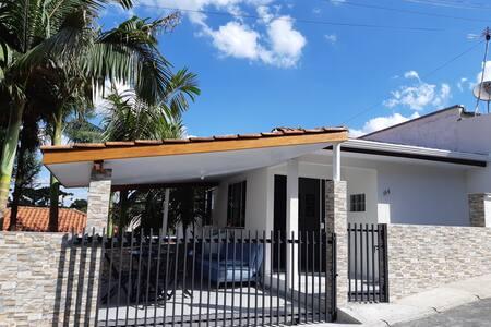 Casa Mobiliada - Curitiba - 2 quartos
