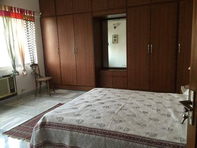 Large & cheerful 2BD in prime Ballygunge. - Kolkata - Leilighet
