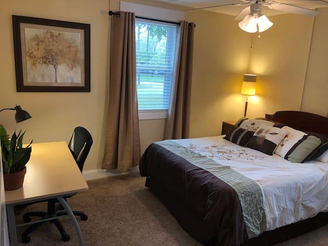 Bright Room Near Uptown VA