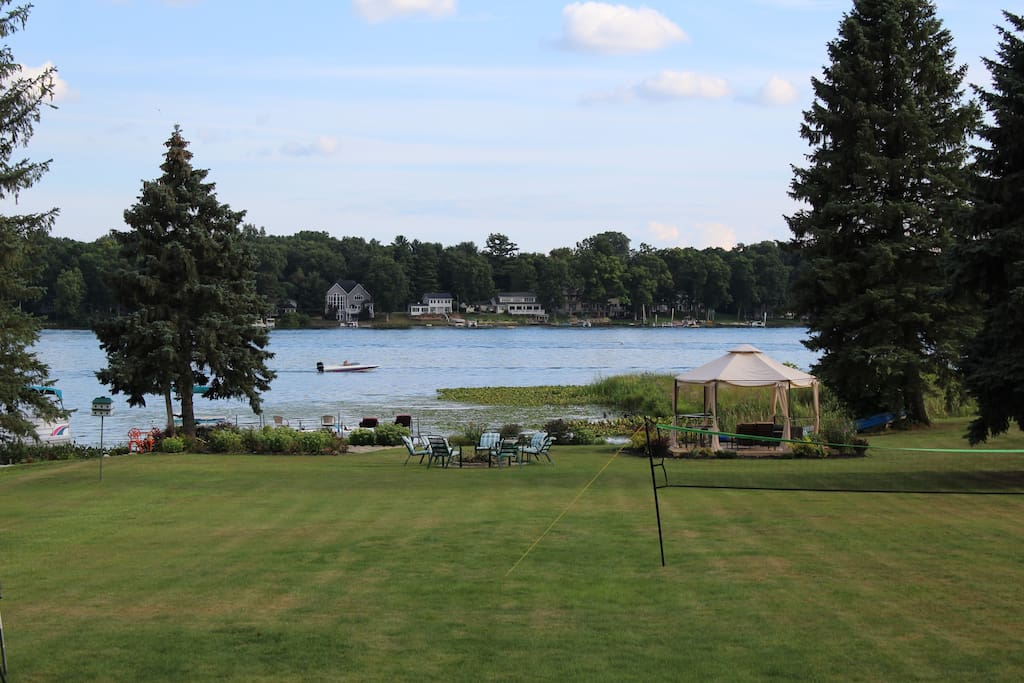 Large yard going to the lake with docking space available