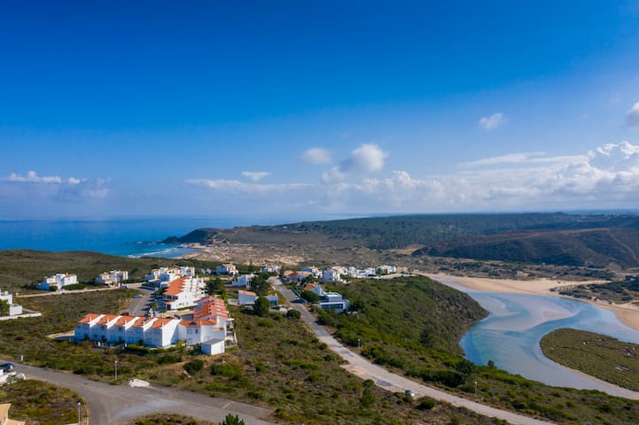 Ave Vicentina - walking distance to the beach!