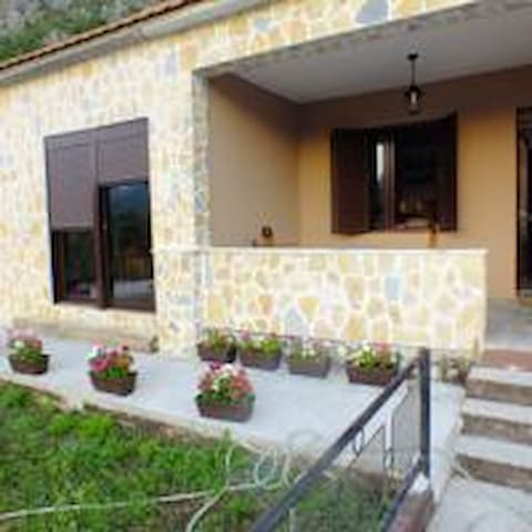 Apartmants Ivana - Virpazar - House