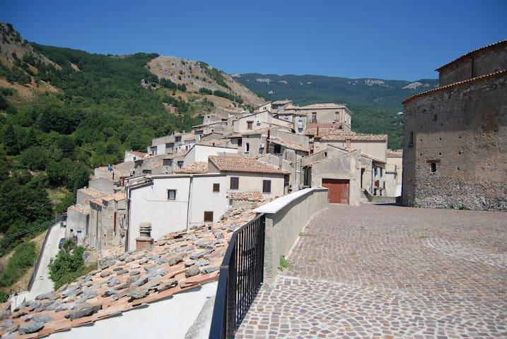 Casa nell'antico borgo di S. Donato di Ninea