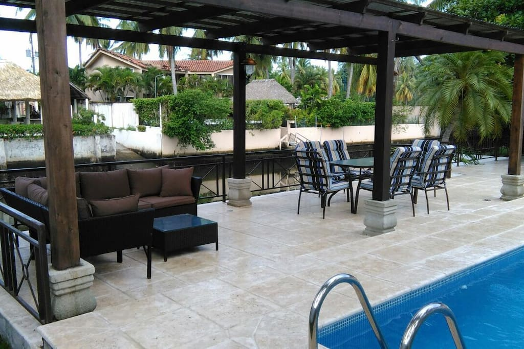 Outdoor living and dinning area
