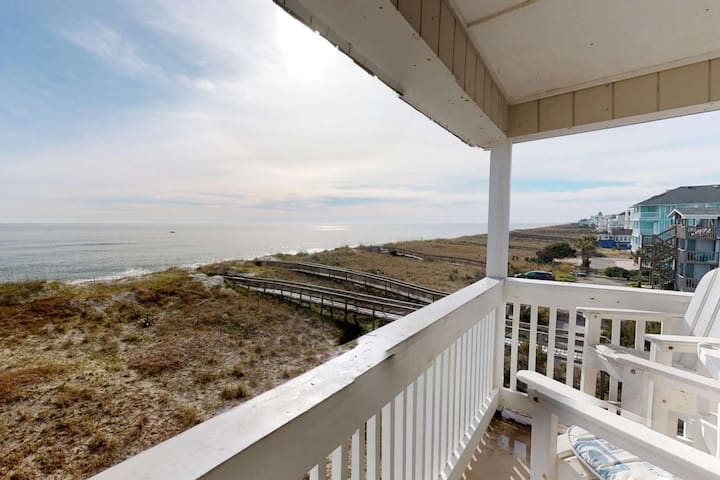 Oceanfront, Newly Renovated, Top Floor Condo! Family Friendly, Large Saltwater Pool, 2 Parking Spots