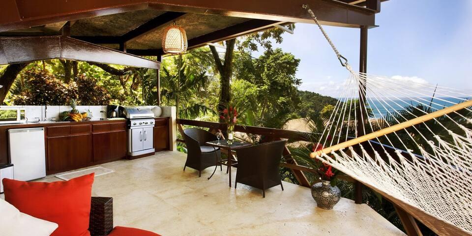 Located in Luxury Resort-Beach, 4 Pools, Concierge