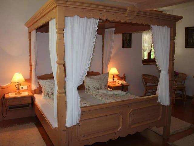 Gästehaus Wasserstelz, (Hohentengen a.H.), Doppelzimmer Romantik mit Duschbad und WC