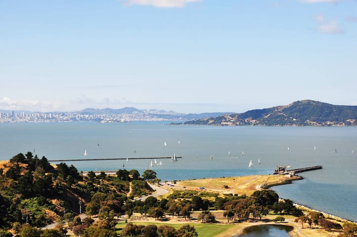 Cozy Apt Near Bay Trails & Ferry to Downtown SF