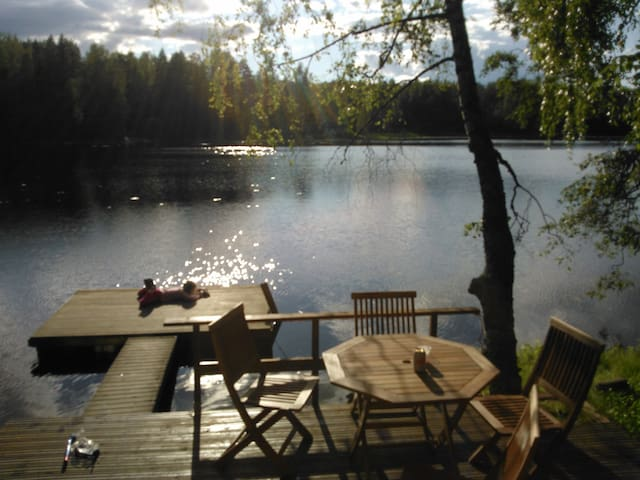 Summer house with sauna. Patio and 5m to the lake.